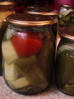 Консервированные овощи: Заготовки - полным ходом, зима впереди и будем закатывать овощи. Хорошо подойдут кабачки, перцы болгарские,...