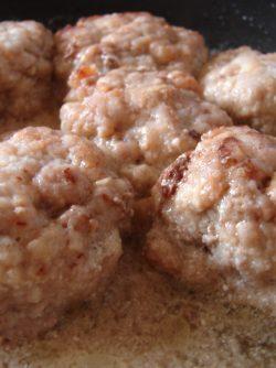 Тефтели в горчичном соусе: Тефтели - блюдо из мясного фарша в виде шариков, также их можно называть фрикадельками. Тефтели являются...