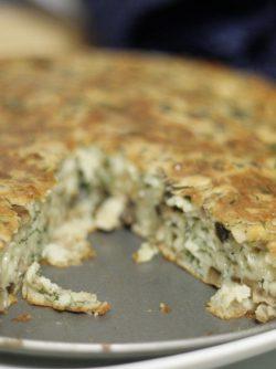 Сырный пирог: Еще один вкуснейший пирог с сыром, зеленью, чесноком и грибами. Этот рецепт взяла из одного журнала,...