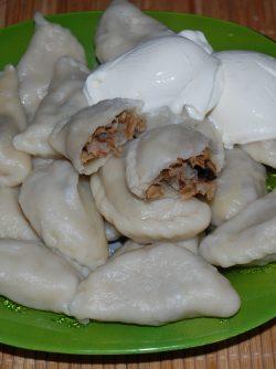 Вареники домашние с картошкой и грибами: Предлагаю домашние вареники с картошкой и грибами.