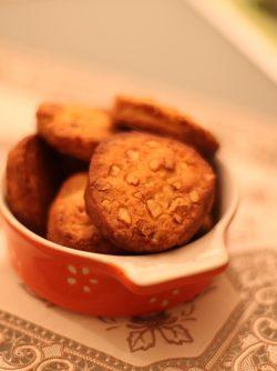 Рассыпчатое печенье: Теперь я пошла по печеньям, были пироги:) делюсь изумительным, простым и необычайно вкусным рецептом...