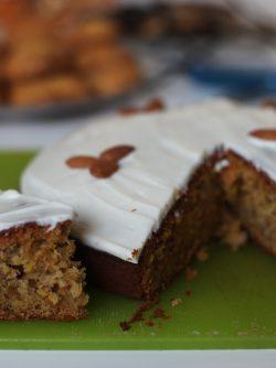 Морковный пирог: Продолжаем морковную тематику - сегодня готовим морковный пирог с миндальными орехами и сливочным кремом...